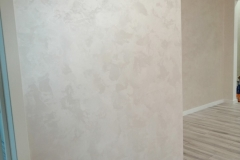 Материал Элеганза холл, создаёт переливащиеся, мягко мерцающие поверхности и впечатляет завораживающей игрой цвета, если смотреть на него под разными углами. Eleganza с шелковыми переливами и перламутровым сиянием.