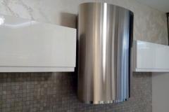штукатурка перламутровый Травертин,заполняет пространство между потолком и верхним уровнем элементов кухни