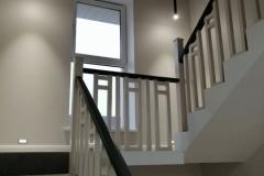 Оформление стен на лестнице в частном доме является отдельным аспектом.Используя краску Amphibolin в соединении с оригинальными приемами,можно воплотить исключительные,красивые варианты.