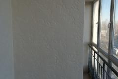 Использование штукатурки на стенах зданий будет актуальным способом отделки еще не одно десятилетие. Это обусловлено относительно невысокой ценой материала, его высокими декоративными свойствами и простой техникой нанесения. Особенно актуален этот вариант оформления стен в многоквартирных домах, в частности – на балконах и лоджиях.