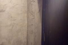 Интересно выглядит решение,когда на ровные стены наносят штукатурку Калчино Романтика с имитацией бетона.Получается идеально ровная поверхность в стиле Лофт.