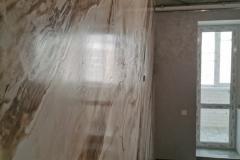 Создать роскошный интерьер стен под натуральный мрамор можно с применением венецианской штукатурки, имитирующей дорогой природный материал. Более доступная по стоимости венецианская штукатурка ДиЛуче под мрамор успешно применяется для внутренней отделки помещений.