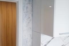 Эффект Бетон,декоративная штукатурка безопастна для здоровья,водонепроницаема и при этом пропускает воздух(позволяет «дышать» вашим стенам).Применяется CalcinoRomantico на кухне,с высокой влажностью и механической нагрузкой