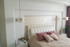 спальня изголовье белая краска Samtex 10  и жемчужная штукатурка DiPerla
