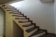 Преимуществом использования штукатурки DiPerla в зоне лестницы является простота ее очистки.