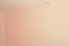 Персиковым оформляют комнату для маленького ребенка,причем это уместно не только для девочки,но и для мальчика.Достаточно подобрать правильные цветовые сочетания и детская комната будет смотреться для ребенка любого пола. Краска Самтекс10 цвет Капри