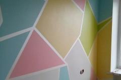 Стены детской комнаты главный декоративный элемент оформления.Применяя экологически чистую краску Amphibolin и проявляя фантазию,можно создать интересный,яркий и нетривиальный интерьер.
