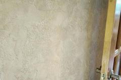Брашированный травертин,обработан специальной щеткой,поверхность становится слегка шероховатой,прибретает структуру благородного камня