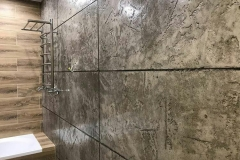 Влагостойкая штукатурка Капатект Минерал-Ролпутц,минеральный лак Антик Лазурь,а также эпоксидная защита,дают возможность создать имитацию плитки,использовать в помещениях с высоким уровнем влажности,наряду с плиткой,панелями,краской.